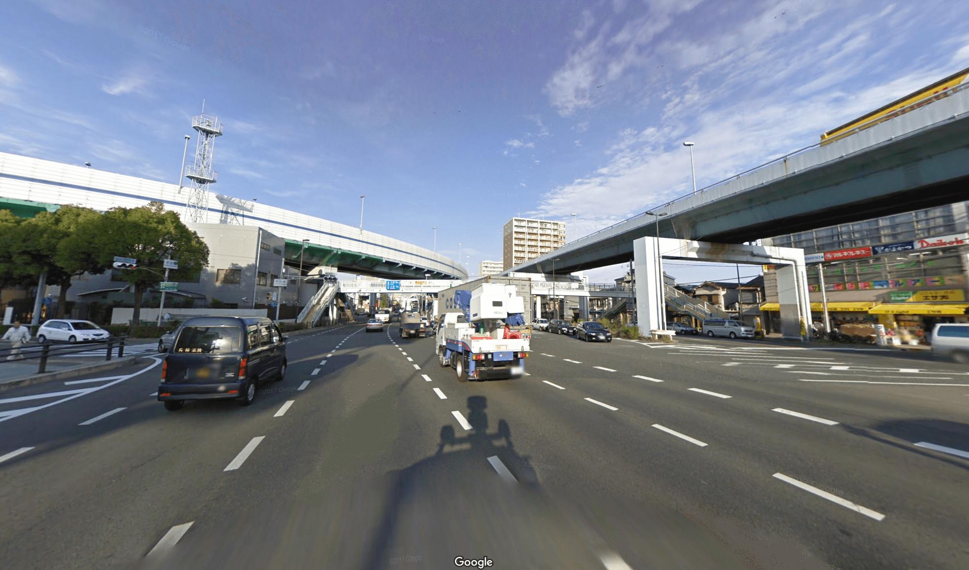 神戸市須磨区の国道二号線と阪神高速道路の若宮IC