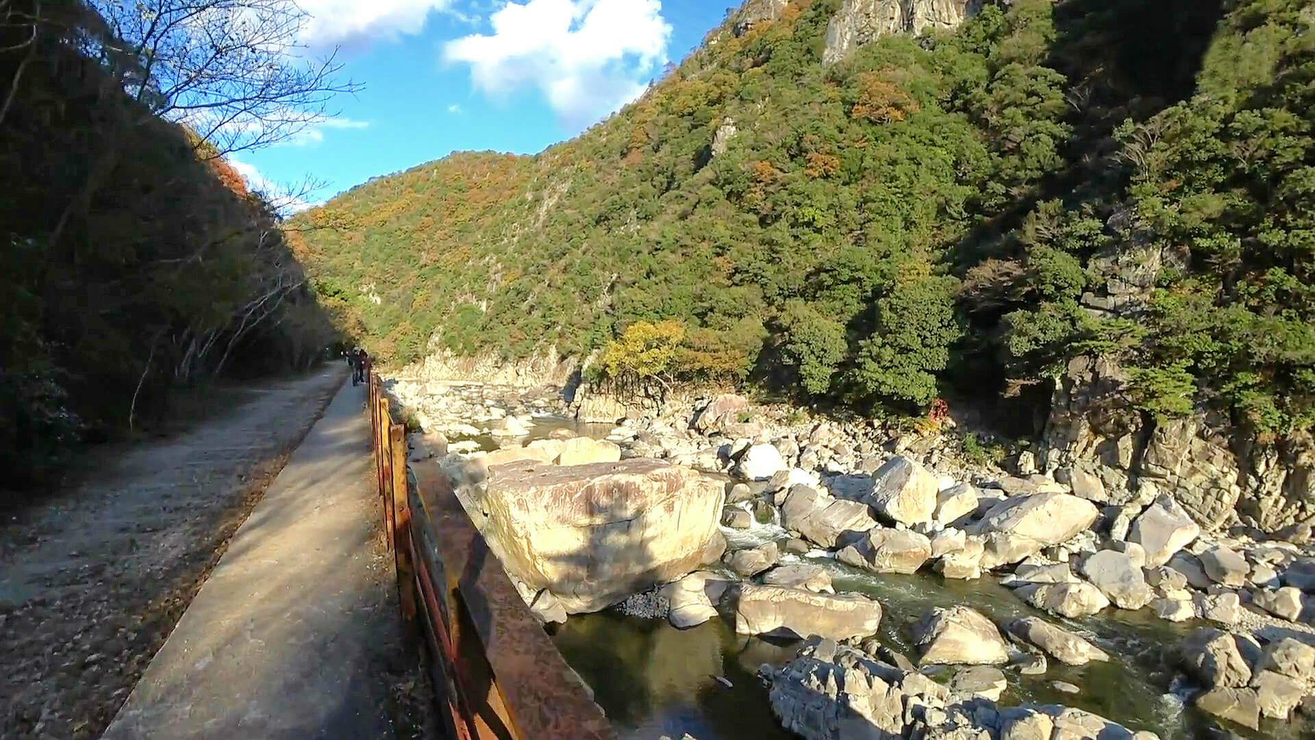 武田尾廃線敷の姥ヶ懐川橋梁を通過して北山第1トンネルへ
