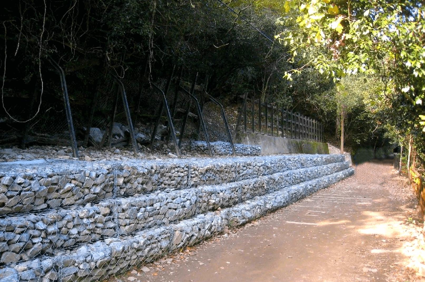 武田尾廃線敷の急流前にある休憩場所